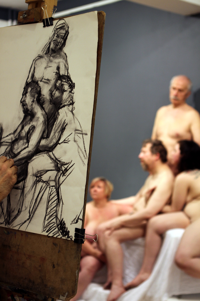4 models took on the long pose, recreating a classical Michaelangelo sculpture